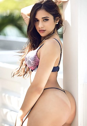 Young Booty Porn Pictures