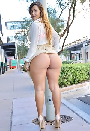 Big Booty Public Porn Pictures