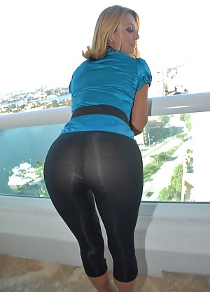 Wet Yoga Pants Masturbation