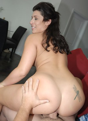 Big Booty Brunette Porn Pictures